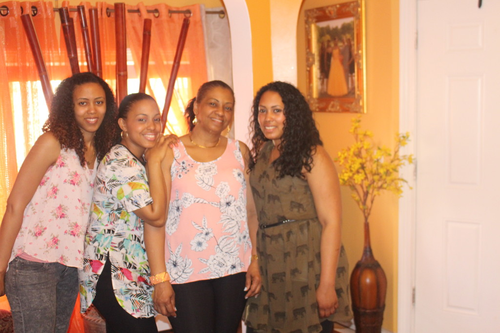 me and my mommy and sisters / mi mama y mis hermanas