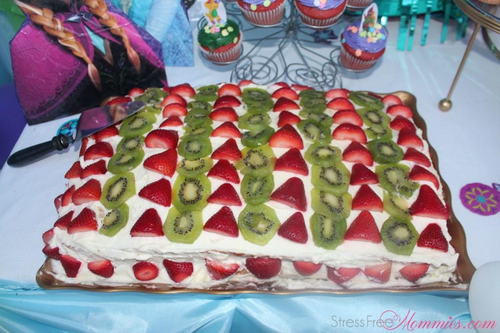 strawberry and kiwi cakes