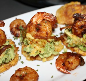 tostones with shrimps and avocadoes
