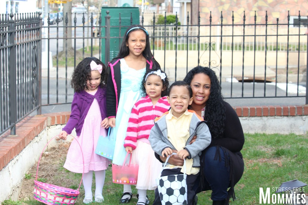 aunti with kids egg hunting