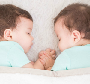 5 tips to having your twins on the same sleeping schedule