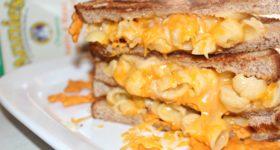 Cheesy grilled Mac & Cheese Sandwich