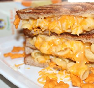 Cheesy grilled Mac & Cheese Sandwich