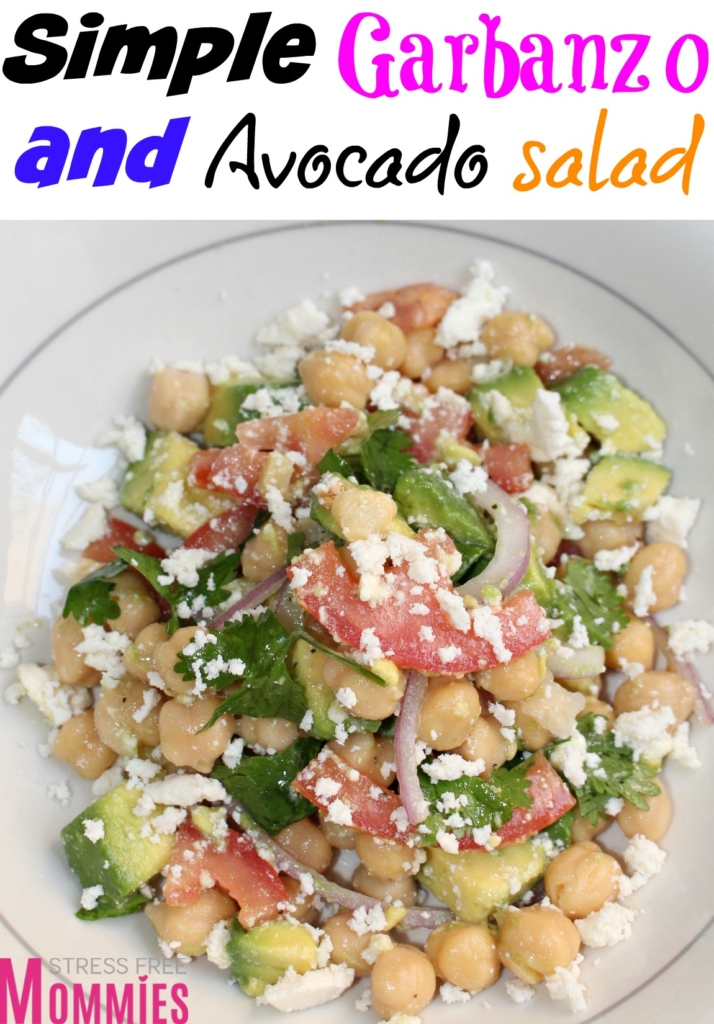 Simple garbazon and avocado salad, you have to make it today! With a few ingredients, you have a hearty, refreshing and creamy salad. This one should be in every family event that you go to. It's also the perfect addition to your holiday salad menu.