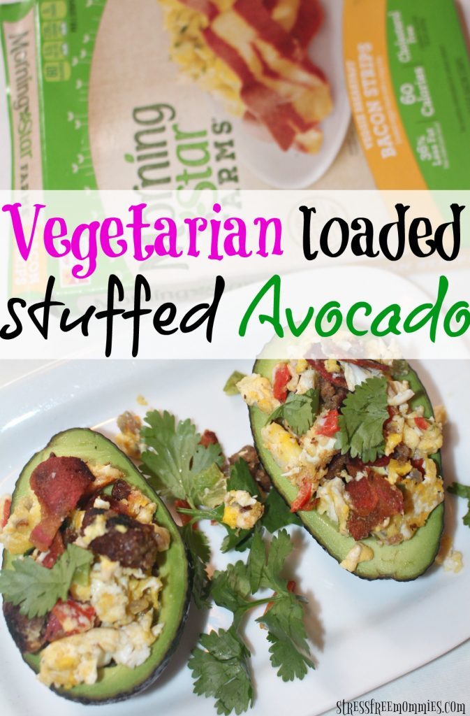 Vegetarian loaded stuffed avocado - A super delicious and hearty vegetarian dish. It's easy to make and you can enjoy it for breakfast, brunch and even dinner! Fresh ingredients and family friendly meal on a budget! #40DiasMorningStar #ad