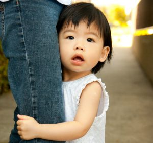6 must read tips for dealing with your clingy toddler- Hey mom can't get things done because of your clingy toddler? Having a clingy child can be overwhelming and frustrating but these tips will guide you on how you can deal with it. Effective tips for moms with clingy toddlers to implement and see positive results. Pin now!
