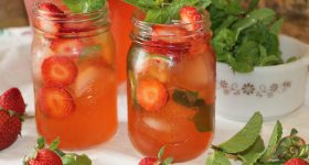 Easy and refreshing strawberry mojitos