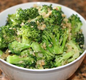 broccoli with garlic side dish