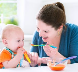 feeding baby solids. Products and gadgets to use